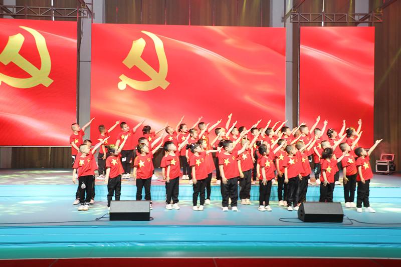 红光农场有限公司举办童心向党庆六一演出(图文)1.JPG
